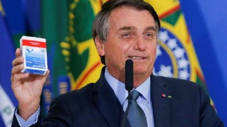 Bolsonaro fez uma série de apelos públicos para o uso da hidroxicloroquina como suposto 'tratamento precoce' contra a covid-19(foto: Reuters)