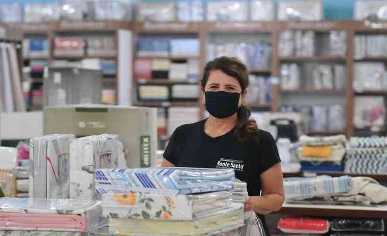 Gislaine Vitor é gerente de uma das lojas da Enxovais Monte Santo(foto: Gladyston Rodrigues/EM/D.A Press)