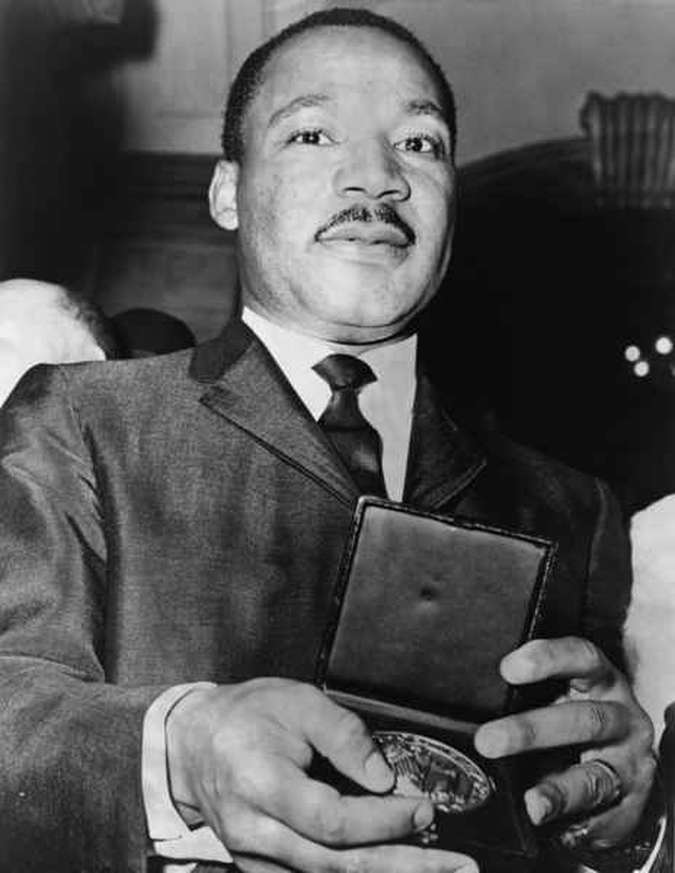 Martin Luther King recebendo seu Nobel da Paz