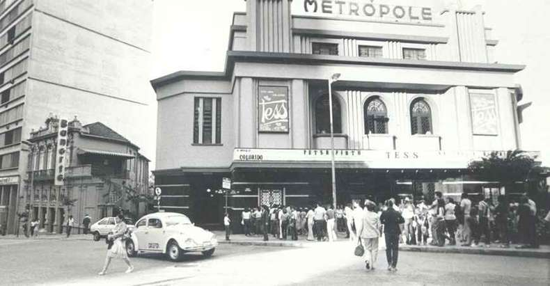 Cine Metrópole (com o filme Tess, de Roman Polanski, em cartaz em abril de 1981), na esquina das ruas da Bahia e Goiás, no Centro de BH, deu lugar a uma agência bancária (foto: CELSON BIRRO/ARQUIVO EM)