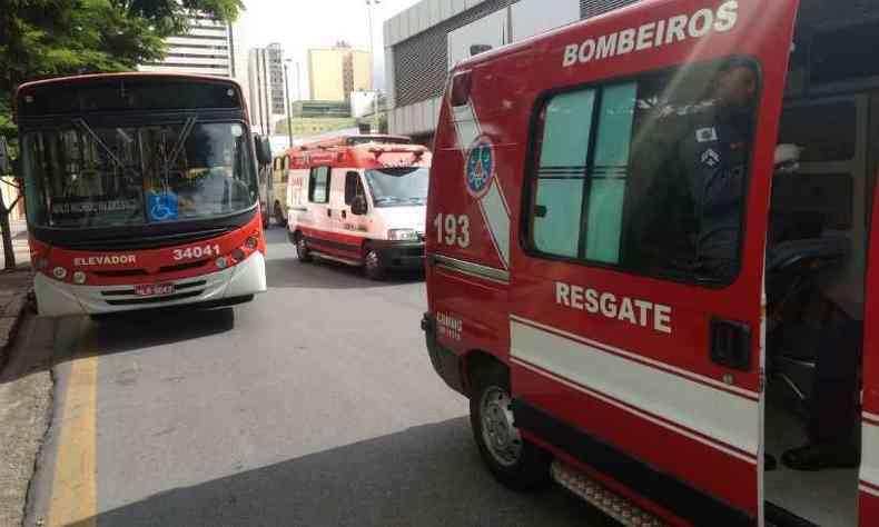 Vítimas foram socorridas pelo Corpo de Bombeiros e socorridas do Samu(foto: Corpo de Bombeiros/Divulgação)