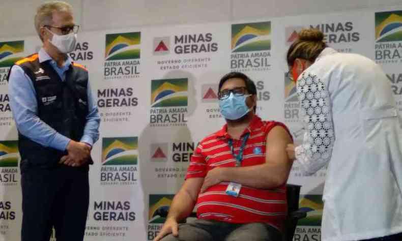Zema durante ato simbólico da vacinação em Minas, em 19 de janeiro deste ano(foto: Marcos Vieira/EM/DA Press)