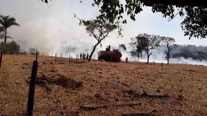Na galeria, fotos de incêndios em Araguari, Araxá, Campo do Meio e UberlândiaDivulgação/Corpo de Bombeiros