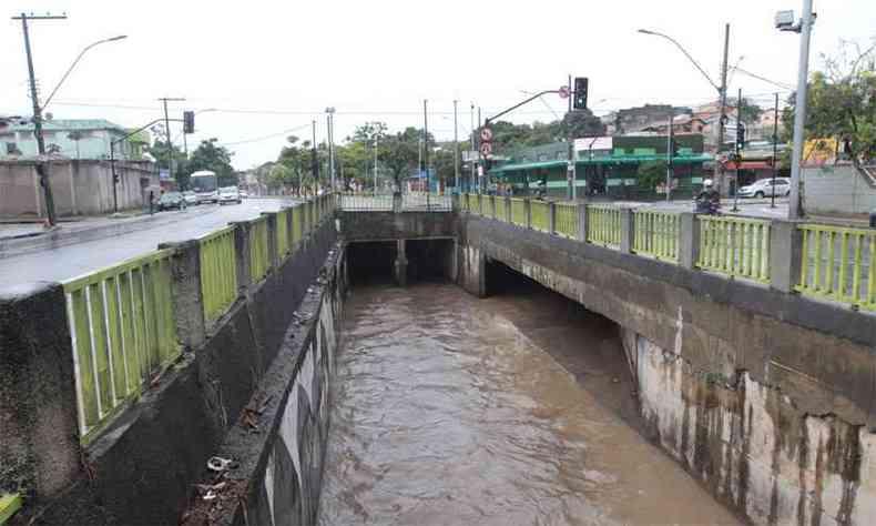 Trecho da Avenida Vilarinho, na Região de Venda Nova(foto: Jair Amaral/EM/D.A Press )