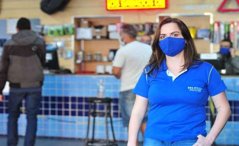 Patrícia disponibilizou máscaras para clientes que estiverem sem o uso do item(foto: Gladyston Rodrigues/EM/D.A Press)