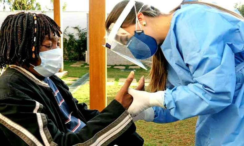 Milton Nascimento adotou uma série de cuidados para a live de hoje, como o teste para a COVID-19(foto: Facebook/reprodução )