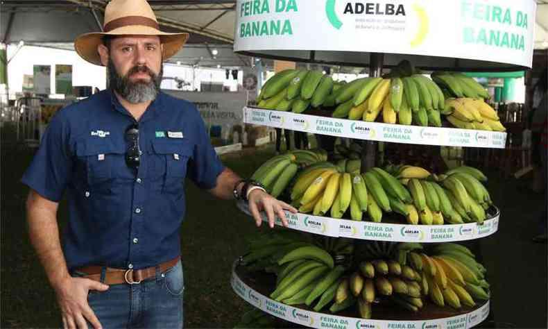 Fernando Haddad, pesquisador da Embrapa em Cruz das Almas (BA), diz que empresa desenvolve pesquisa para o o cultivo da variedade princesa, mais resistente qe a banana-maça(foto: Fotos: Jair Amaral/EM/D.A Press)