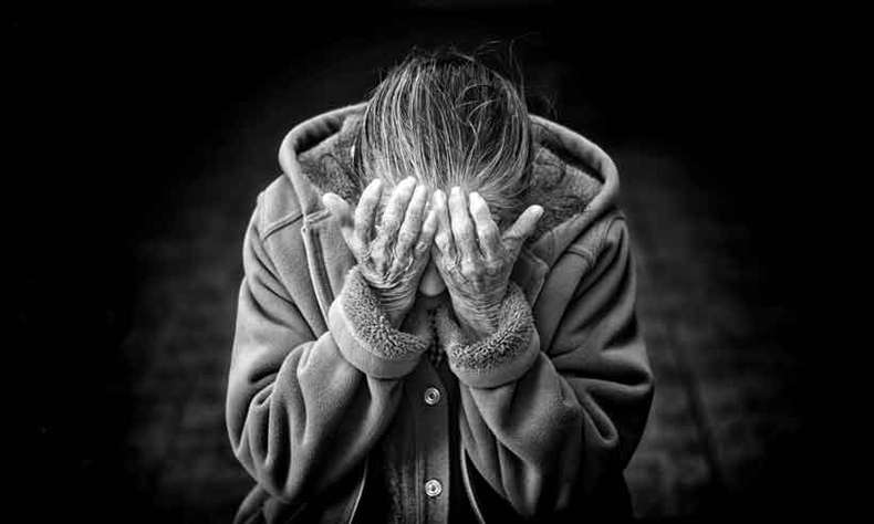 Segundo dados do IBGE, mais de 4 milhões de idosos vivem sozinhos no Brasil. Mais de 100 mil em abrigos públicos(foto: pixabay)