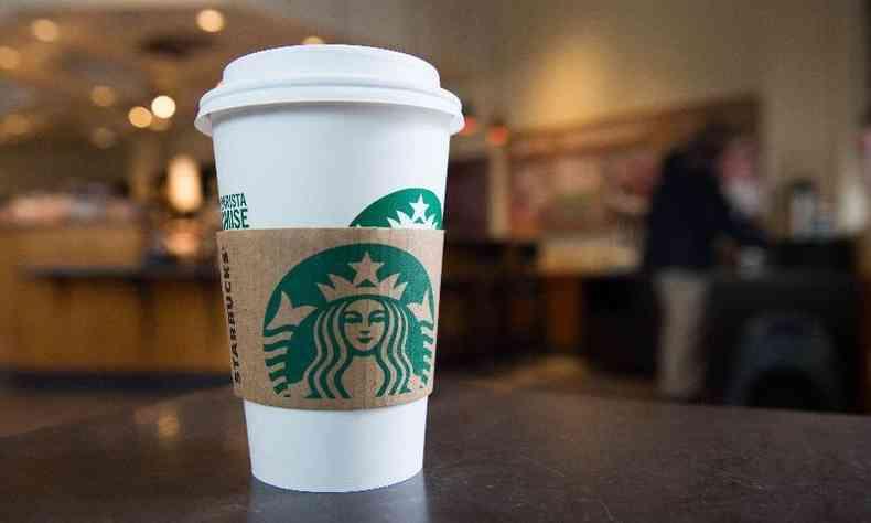 Uma publicação na conta oficial da Starbucks Brasil também fez o grande anúncio (foto: SAUL LOEB/AFP)