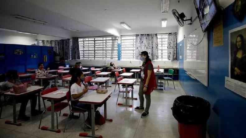 Jovens que perderam conteúdo escolar entre 2020 e 2021 podem ter perdas de renda futura que, se somada, pode passar de R$ 700 bi, segundo economista(foto: EPA)