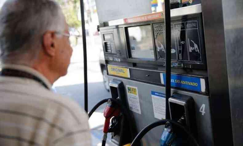 Consumidor poderá conferir na bomba o nome fantasia de seu fornecedor de combustível ao posto(foto: Fernando Frazão/Agência Brasil)