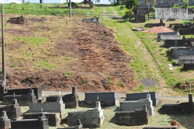 Áreas para novas covas foram definidas pela Prefeitura de BH, onde o número de mortes subiu para 25(foto: Gladyston Rodrigues/EM/D.A Press)
