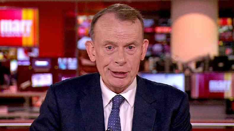 Andrew Marr, apresentador da BBC, adoeceu com covid-19, apesar de ter tomado as duas doses da vacina(foto: BBC)