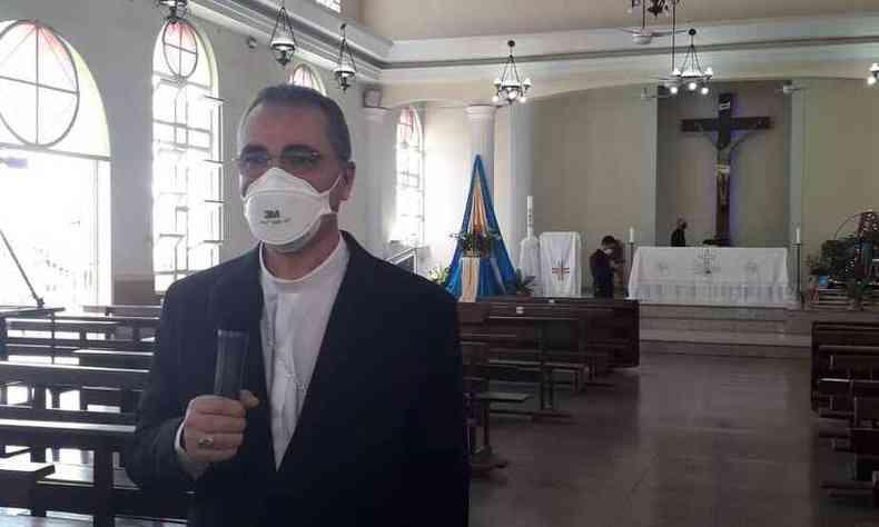 Missa do Trabalhador foi presidida pelo bispo auxiliar da Arquidiocese de Belo Horizonte, dom Nivaldo dos Santos Ferreira(foto: Jair Amaral/EM/D.A/Press)