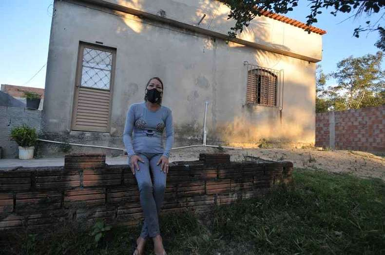 Sem emprego, Vanessa do Patrocínio não obteve coronavoucher e recorre a doações para sobreviver: 'Não faltou comida porque consegui ajuda' (foto: Alexandre Guzanshe/EM/D.A Press)