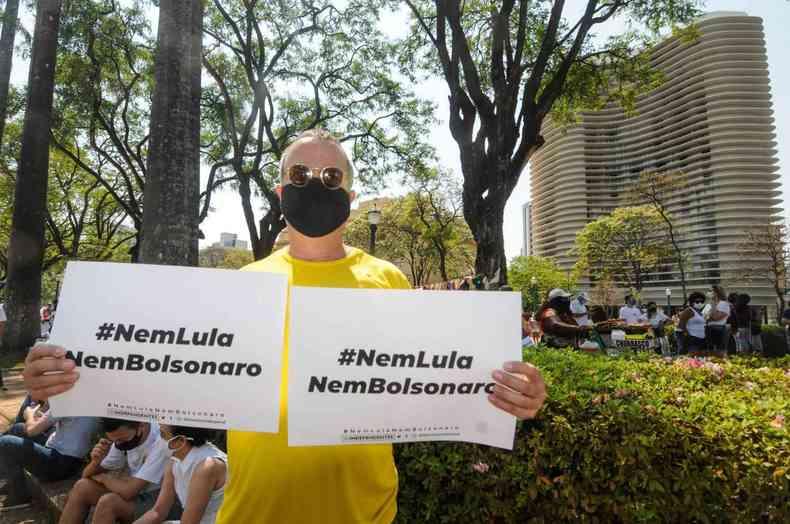 'Nem Lula, nem Bolsonaro': manifestantes carregam slogan do MBL