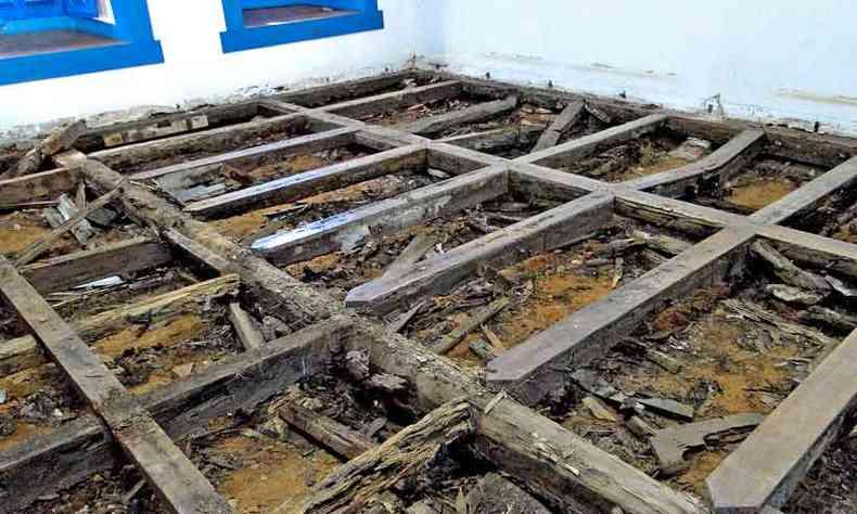 Mobilização da comunidade assegurou parte das obras por meio de doações: serviços foram retomados no Coro Baixo(foto: Adalberto Andrade Mateus/Divulgação)