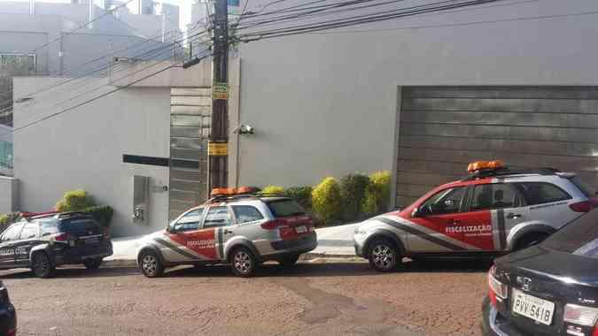 Uma mansão no Belvedere foi alvo de busca e apreensão dos agentesEdesio Ferreira/EM/D. A. Press