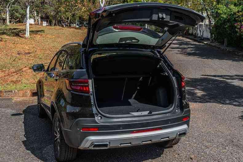 Para um SUV, porta-malas de 348 litros é pequeno(foto: Jorge Lopes/EM/D.A Press )