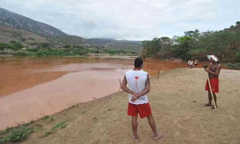 Rejeitos de minério de ferro contaminaram o Rio Doce, prejudicando a tribo Krenak, em Resplendor(foto: Alexandre Guzanshe/EM/DA Press - 15/11/15)
