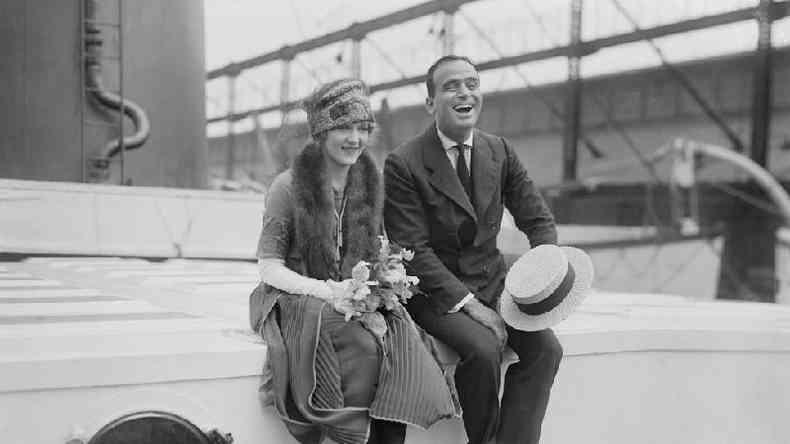 Retratados aqui em sua lua de mel, o casal da era do cinema mudo, Mary Pickford e Douglas Fairbanks, era seguido pela imprensa em todos os lugares(foto: Alamy)