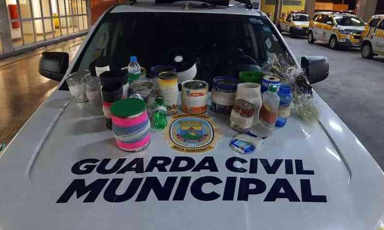 Parte do material que foi apreendido pela Guarda Municipal no Pompeia, em BH(foto: Divulgação/Guarda Municipal)