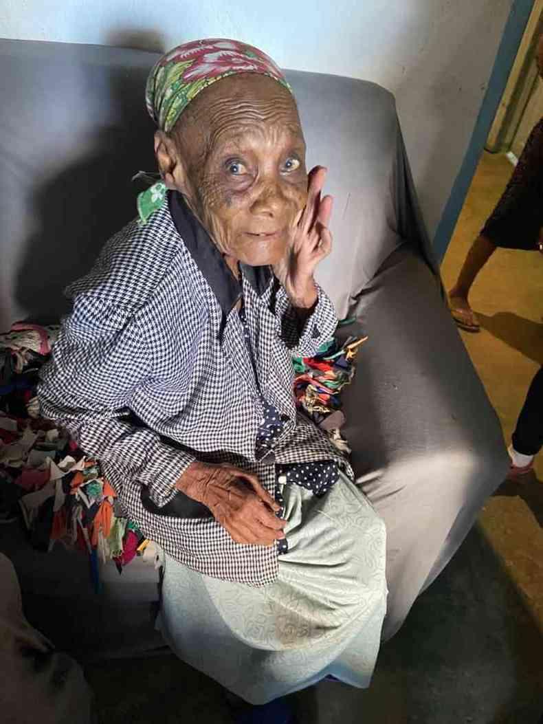 Patrocínia Faustina, de 106 anos, comemorou recebimento de nova etapa de melhorias na comunidade(foto: Divulgação MPMG)