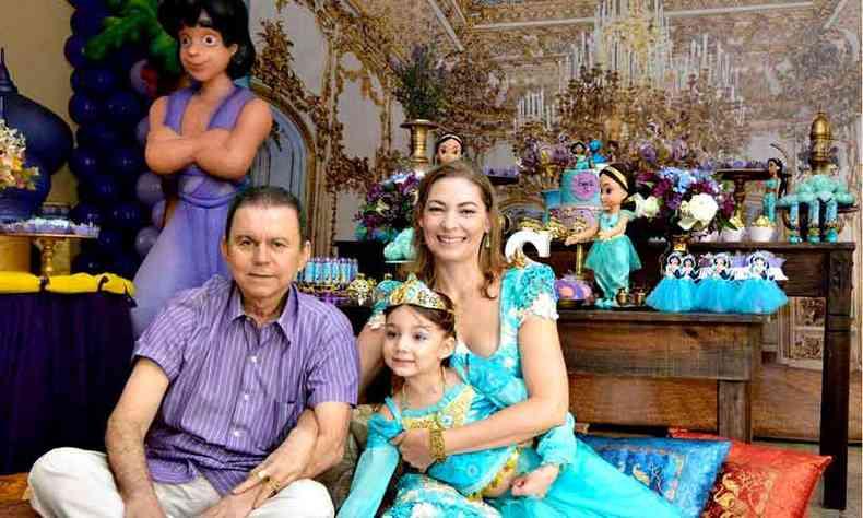 O oncologista Renato Nogueira, que está morando em Portugal com a mulher Nelva e a filha Sofia(foto: Arquivo pessoal)