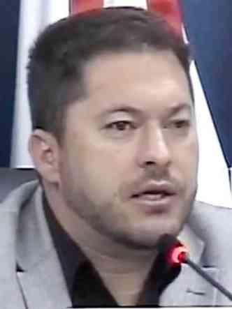 Rafael Lambert defendeu a transparência do projeto e o reajuste, que, segundo ele, não é inconstitucional (foto: Reprodução/Câmara Cambuí)