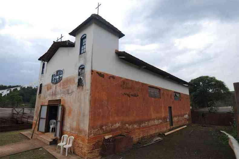 Um dos templos católico afetados pelo rompimento da Barragem do Fundão, em Paracatu de Baixo, distrito de Mariana (foto: Leandro Couri/EM/DA Press - 11/10/18)