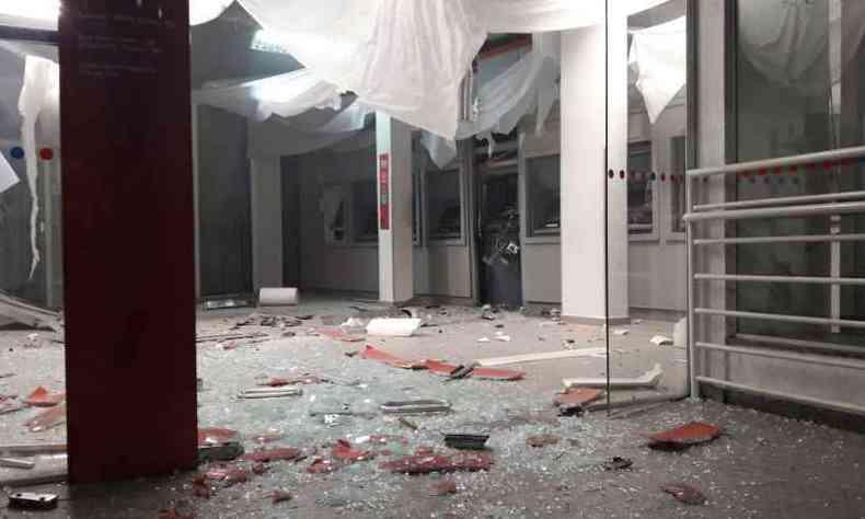 Ataque destruiu agência em Itaúna(foto: Reprodução/WhatsApp)