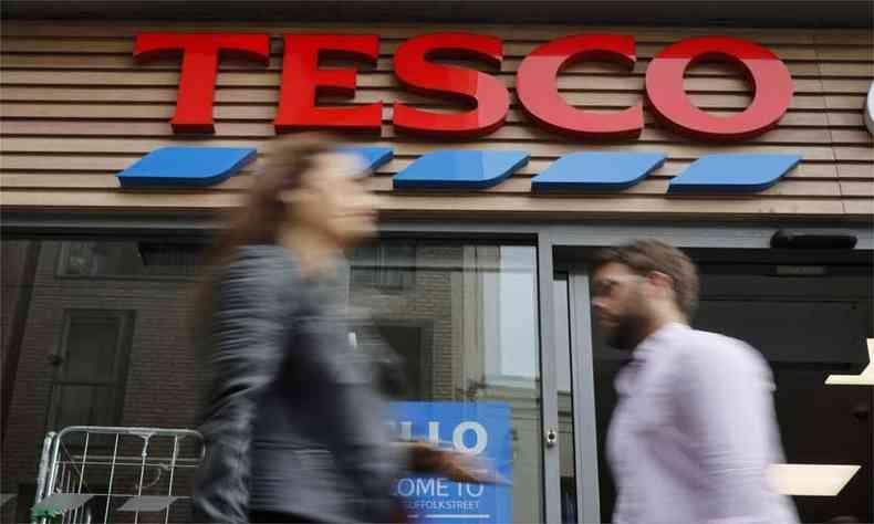 Cartão foi encontrado na rede britânica de supermercados Tesco (foto: AFP / Tolga AKMEN )